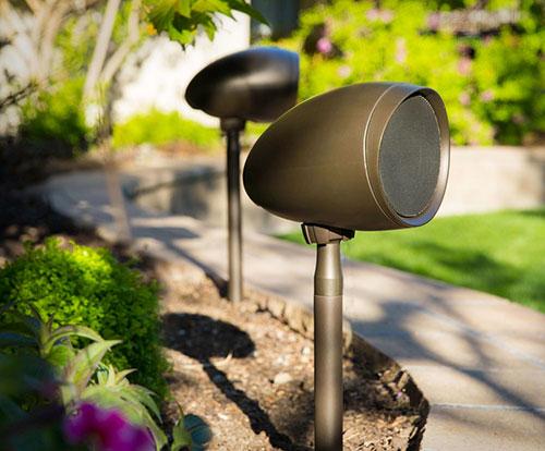 Garten Mit Außenlautsprechern Und Gartenlautsprecher Ausstatten
